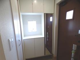 ◆玄関:L号棟(4/8撮影) 玄関収納には姿見付なので、お出かけ前の身支度もばっちりです!