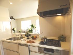 ◆キッチン:L号棟(4/8撮影) 開放感のある対面キッチンは、リビング全体を見わたせるので、ご家族を身近に感じられます!