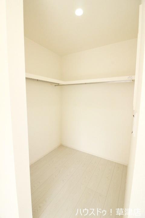 寝室にはWICを採用。たっぷり収納できてお部屋はいつもスッキリ!居住空間を広く感じていただくための工夫が、随所にみられるのも特徴ですね。