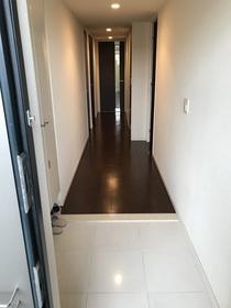 廊下幅も広く、清潔感のある玄関です。