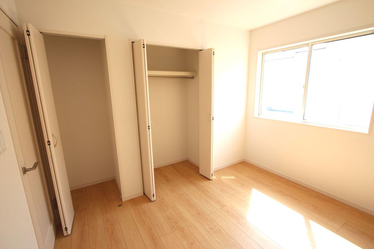 全ての洋室にはクローゼットを設置。 沢山の衣類や小物もすっきり収納できますね。