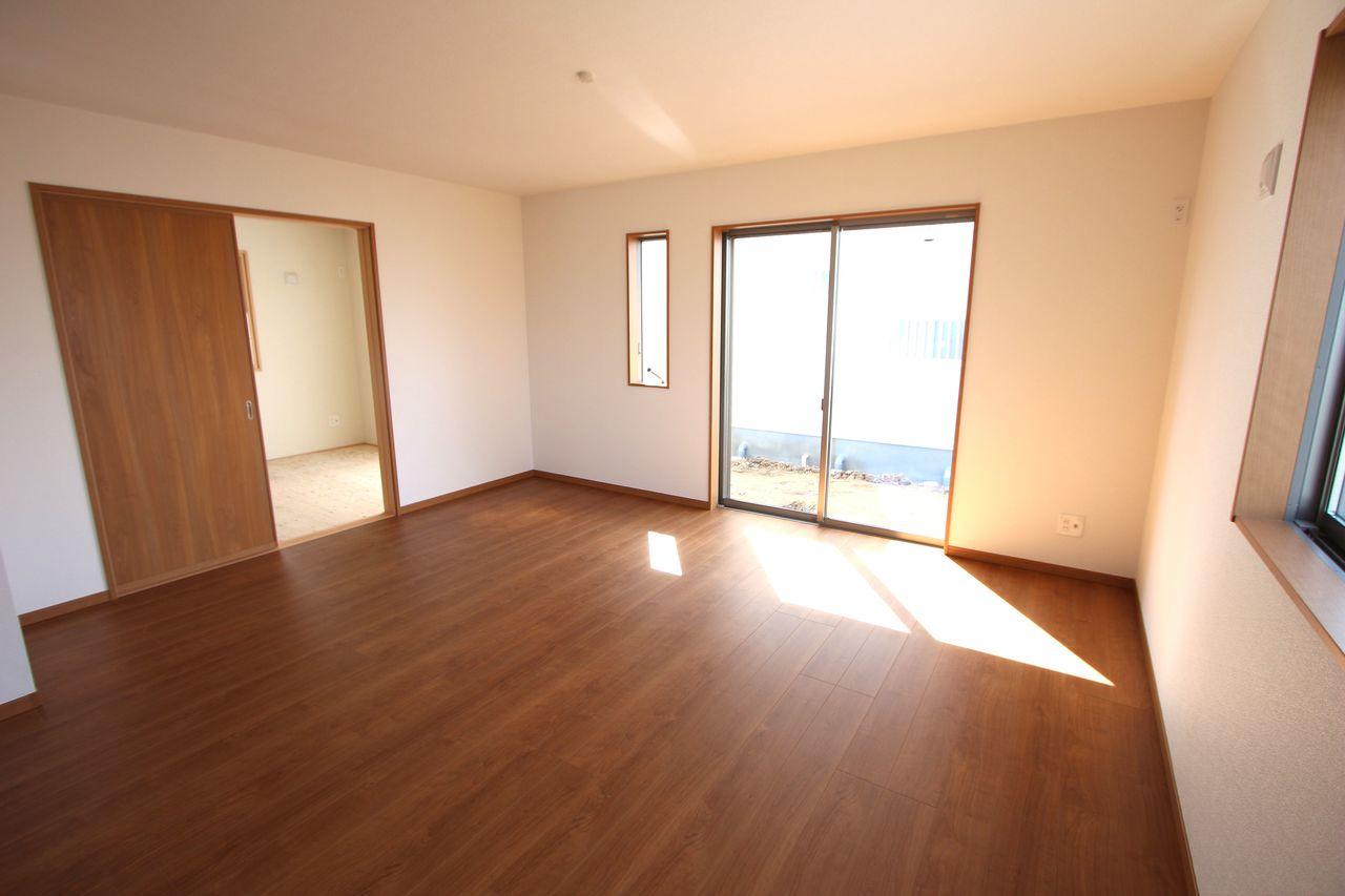 南向きの明るい室内です。 ポカポカと暖かいリビングでおくつろぎ下さい。