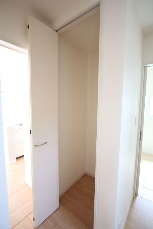 2階洋室には全てクローゼットを設置しております。 沢山の衣類や小物もすっきり収納可能です。 全室2面採光です。 (同社施工例)