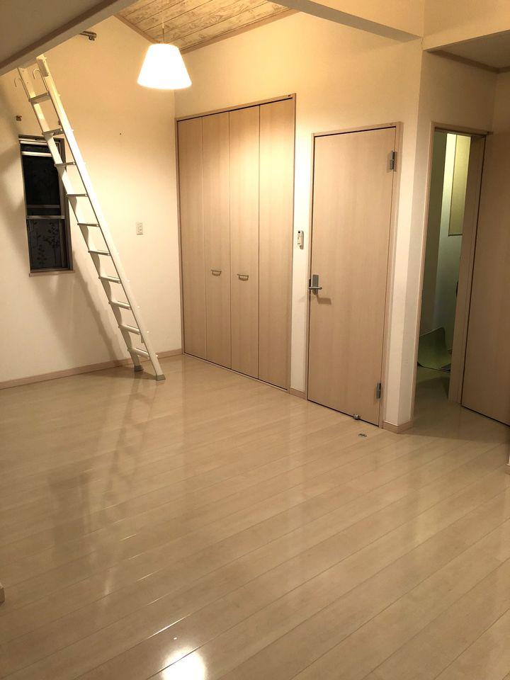 ベランダに面した洋室は将来2室に 分けられる便利な設計。 クローゼットに加えて上部には 約6帖大のロフトを設置しました。
