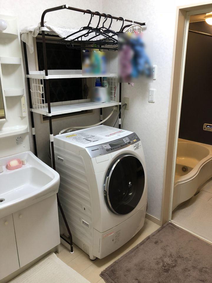 大型の洗濯機も無理なく設置 して頂けるゆとりある広さです。 向かい側には収納スペースも もうけました。