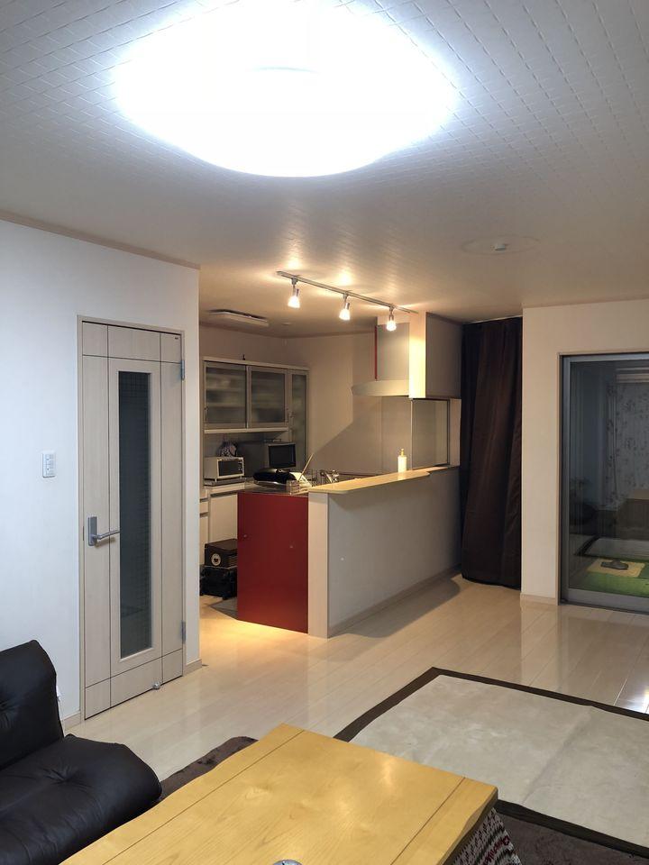 ご家族の会話がはずむカウンターキッチンを採用。 全室に収納スペースを設けております。