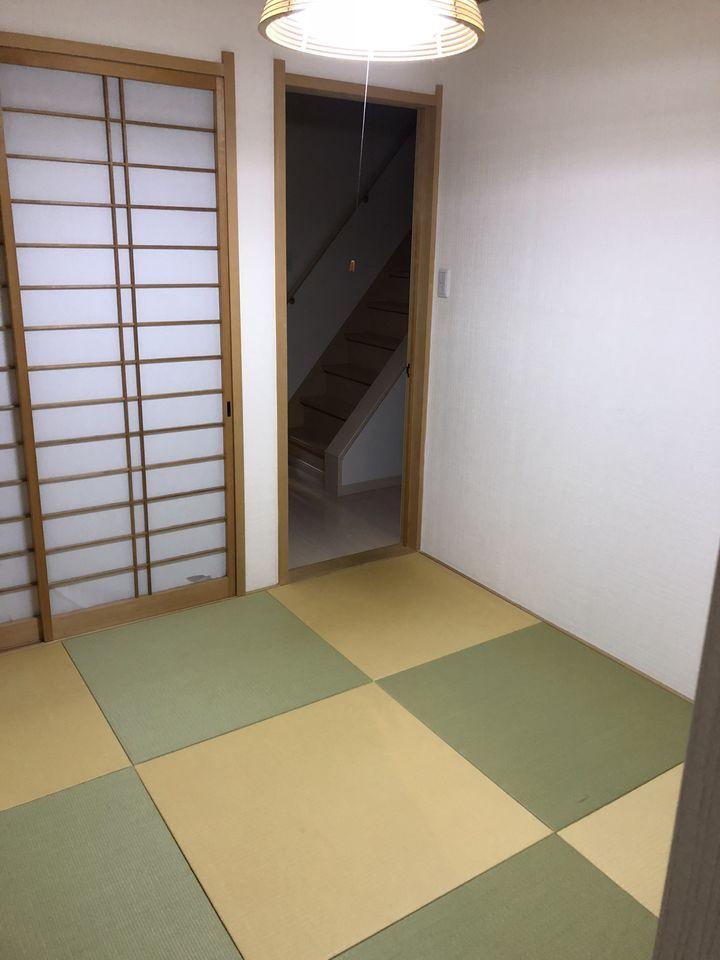 押入れ付きの和室は寝室や客間に ぴったりですね。 色違いの畳を敷き、かわいらしい印象に なりました。