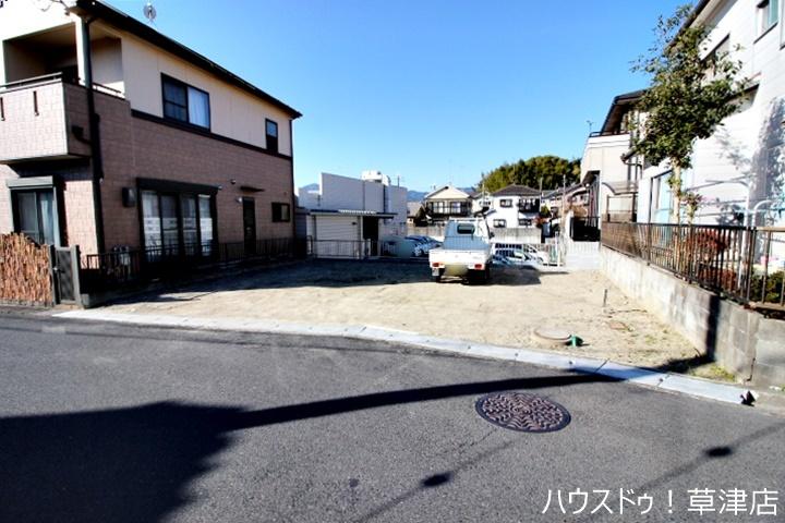 瀬田南小学校まで徒歩11分(約820m)で通学も安心な距離です。