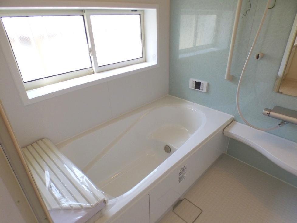 ◎浴室:1号棟(4/8撮影) 1坪タイプの広々浴室で日々の疲れも癒してくれる、くつろぎのバスタイムを!