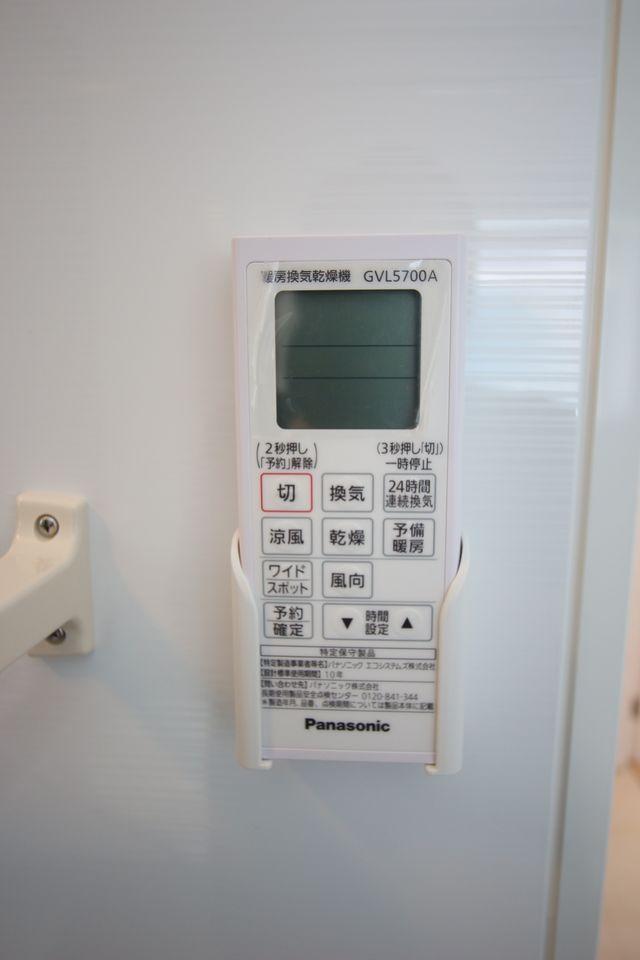 キッチンから直接出入りできる便利な間取りです 大きな洗濯機も無理なく設置して頂けます。 (同社施工例)