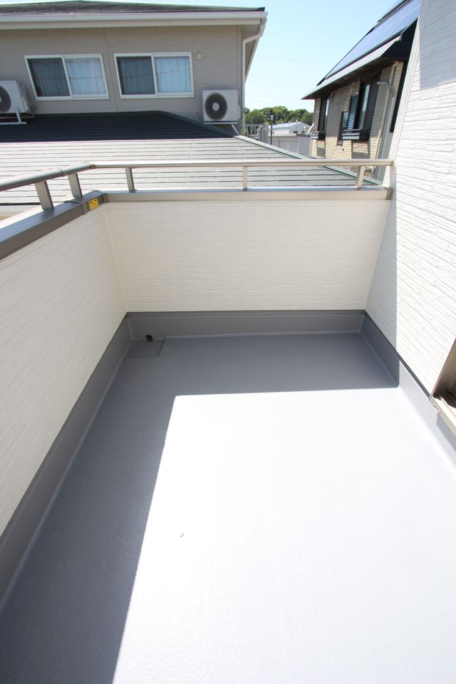 階段は手すり付き。お子様やお年寄りでも安心です。 (同社施工例)