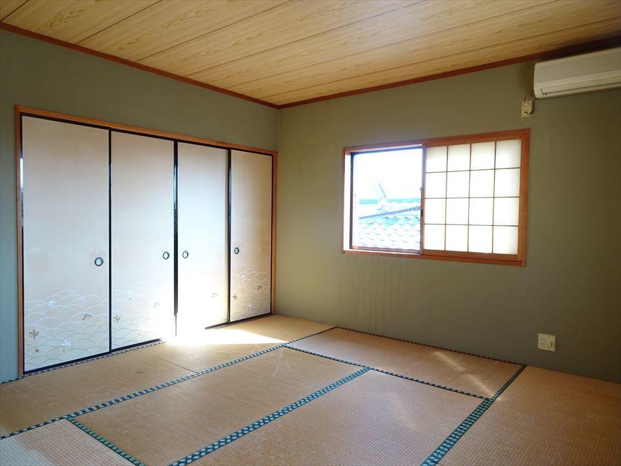 2階の8帖和室です。