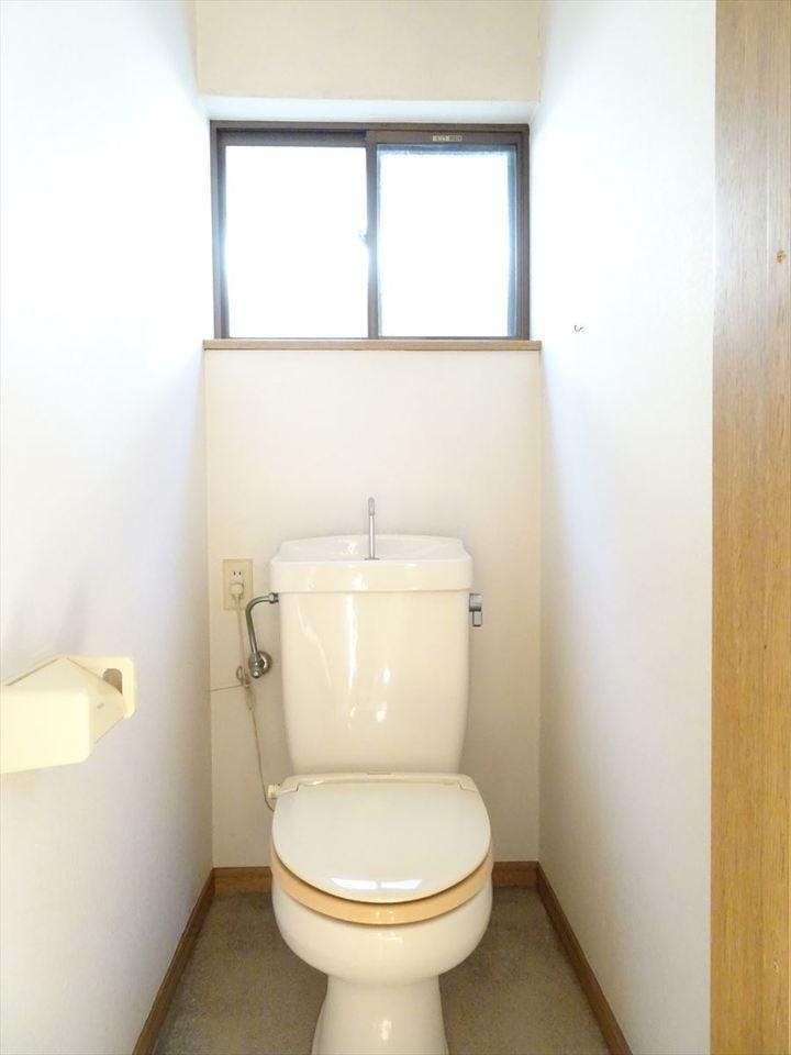 2階のトイレです。2ヵ所あるのでうれしいですね。