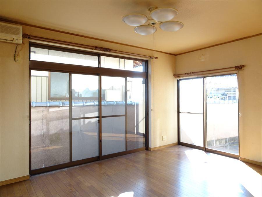 リビングは窓が大きく明るいお部屋です。