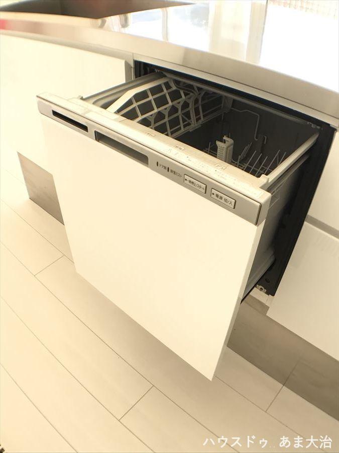 食洗機付きで、奥様の毎日の食器洗いがラクにできますね!