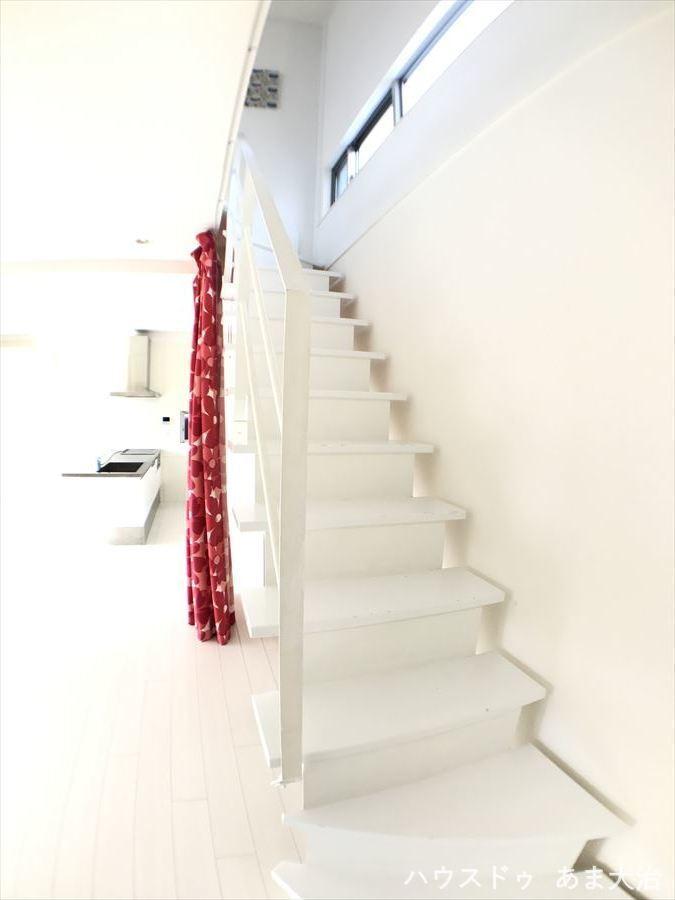 リビングに階段があり、誰が帰ってきてもリビングで顔を合わせることになるのでコミュニケーションに◎