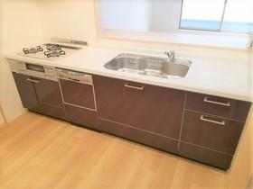 食洗機も完備なので 食事の後片付けも楽々です  乾燥もでき食器の 衛生面でも安心ですよね