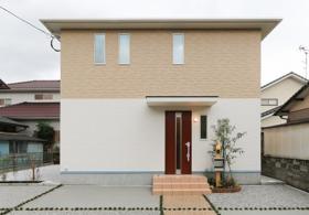 【外観写真】 新築一戸建て♪リビングダイニングルームは天井高2.7m♪家事楽フロアでお掃除簡単♪北九州市小倉南区中曽根2丁目♪