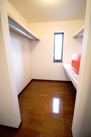 ☆1階納戸☆ 大容量収納! 2階にも納戸があるため、重たいものもGOOD!