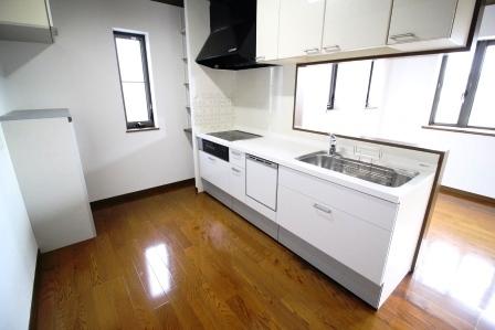 ☆キッチン☆ IHクッキングヒーター 食洗器 システムキッチン モニター付きインターホン お客様や家族から見られにくい、部屋の奥にあるので落ち着いて食事やお茶の準備できます