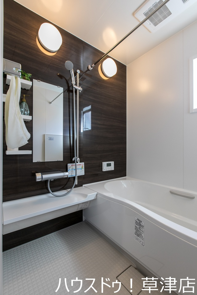 雨の日でも安心の浴室暖房乾燥機付き。浴室のカビも生えにくいですよ。