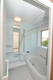 ≪リフォーム事例≫追焚機能や浴室乾燥機など、必要な設備はなんなりとご相談くださいませ。