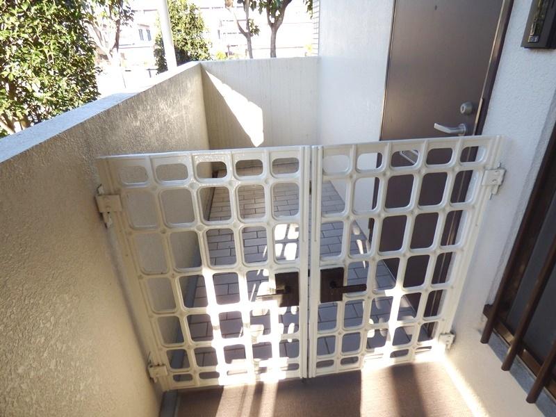 ◎玄関・アルコープ付(12/18撮影) 玄関にはアルコープ付で、プライベート空間が保てます!