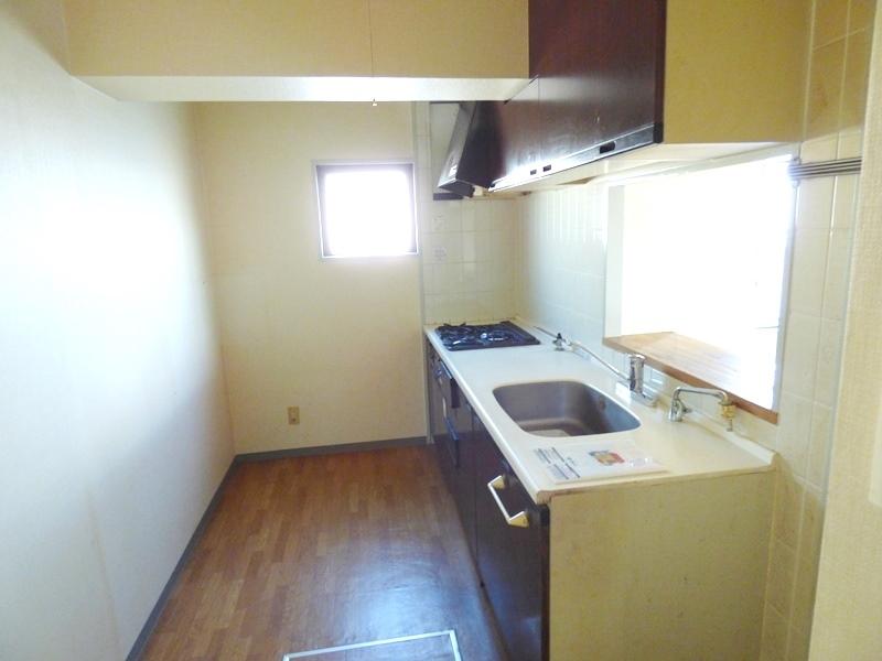 ◎キッチン(12/18撮影) キッチンにも窓付!明るいキッチンに。 床下収納も付いています!