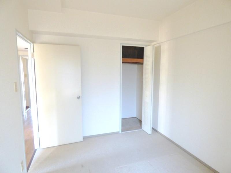 ◎洋室(12/18撮影) 全居室収納付!たっぷりの収納スペースで快適に暮らせそうです