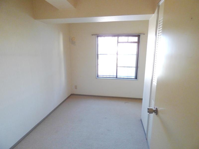 ◎洋室(12/18撮影) 南東角部屋で、全室に窓付!1階部分で、家庭菜園もあるので、戸建感覚で住めるマンションです!