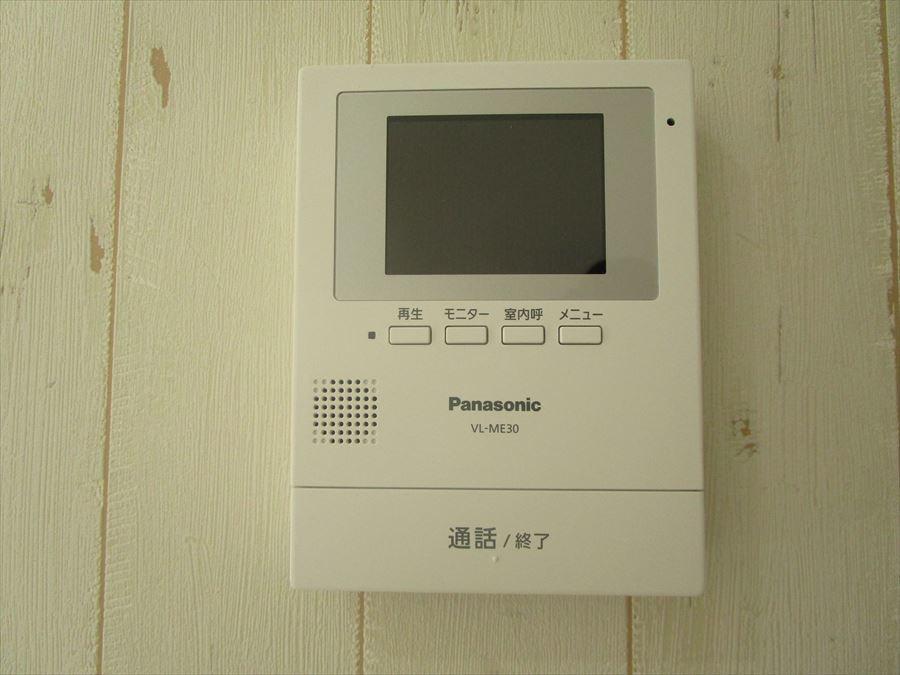 モニター付インターホン。録画もできるので、防犯面でも安心です。