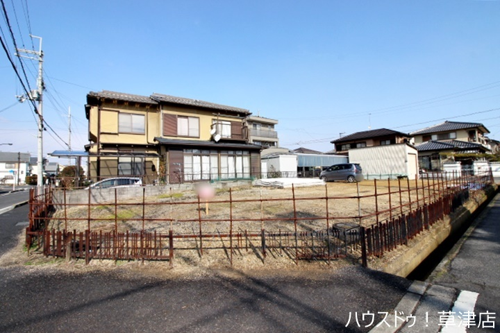 角地・土地約49坪・建築条件なし・更地の売り土地になります。