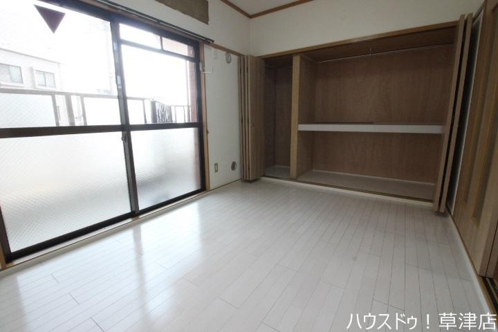 明るい洋室は家具を置いてもゆったりスペースがあります。子供部屋としての利用はもちろん書斎や趣味のお部屋にも対応できます。
