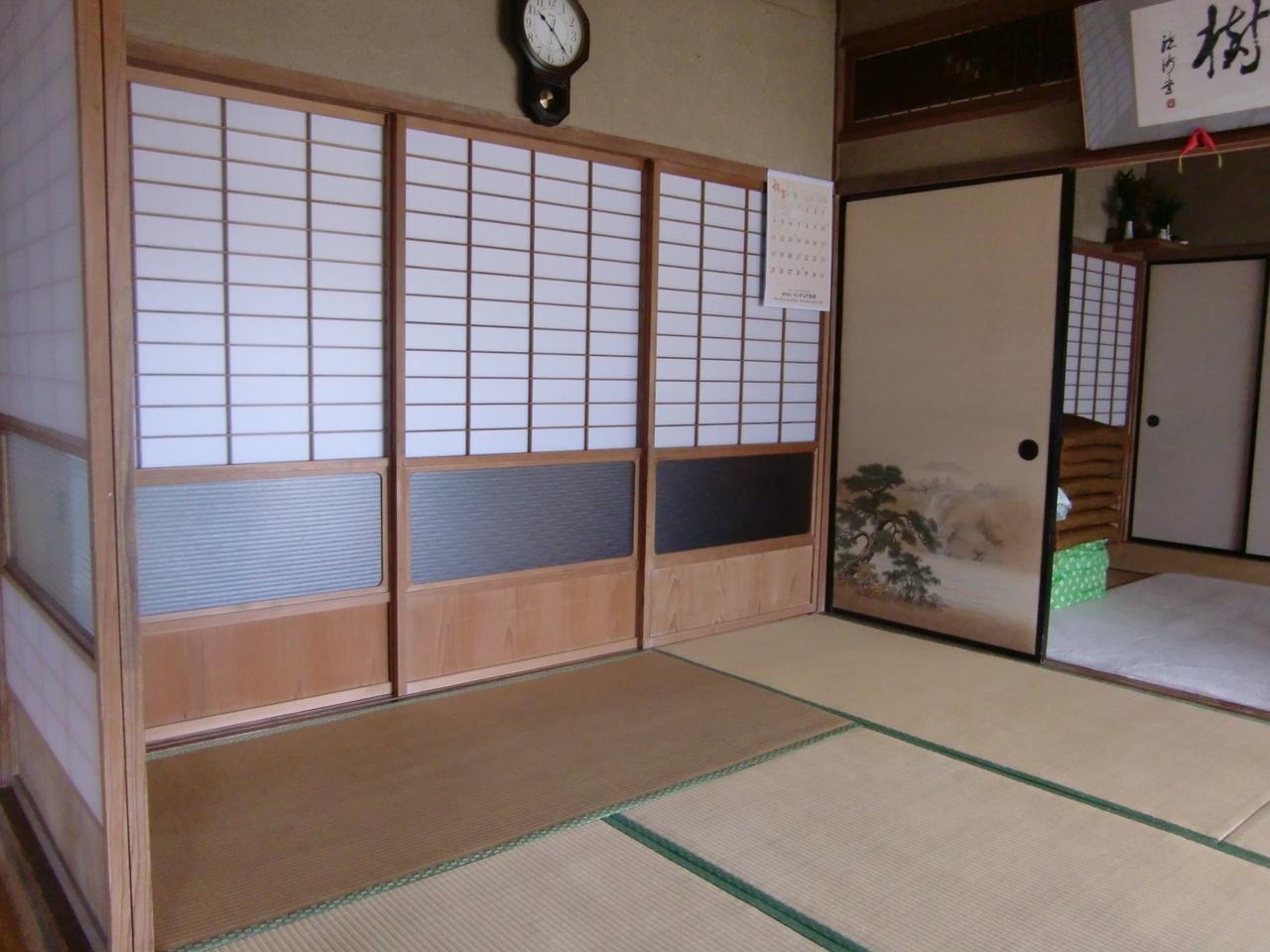 落ち着きのある和室は、開放すれば12帖の広さを確保できます!!
