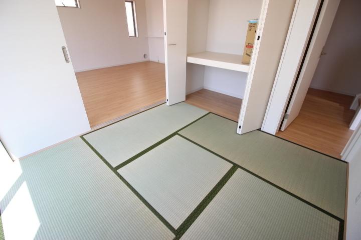 客間として キッズスペースとして 家事スペースとしてマルチに使える便利な空間です 収納がついているのがうれしいですね