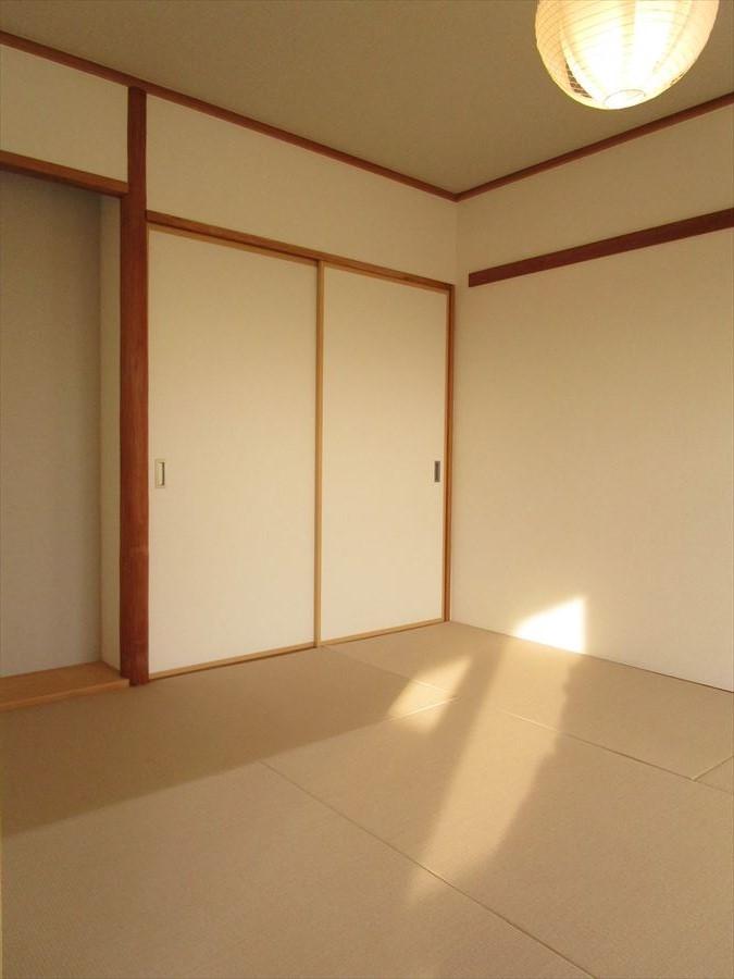 【和室6帖】客間としても家族のくつろぎの部屋としても、使い方いろいろです!フローリングの良さとはまた違う良さが畳にはありますね◎