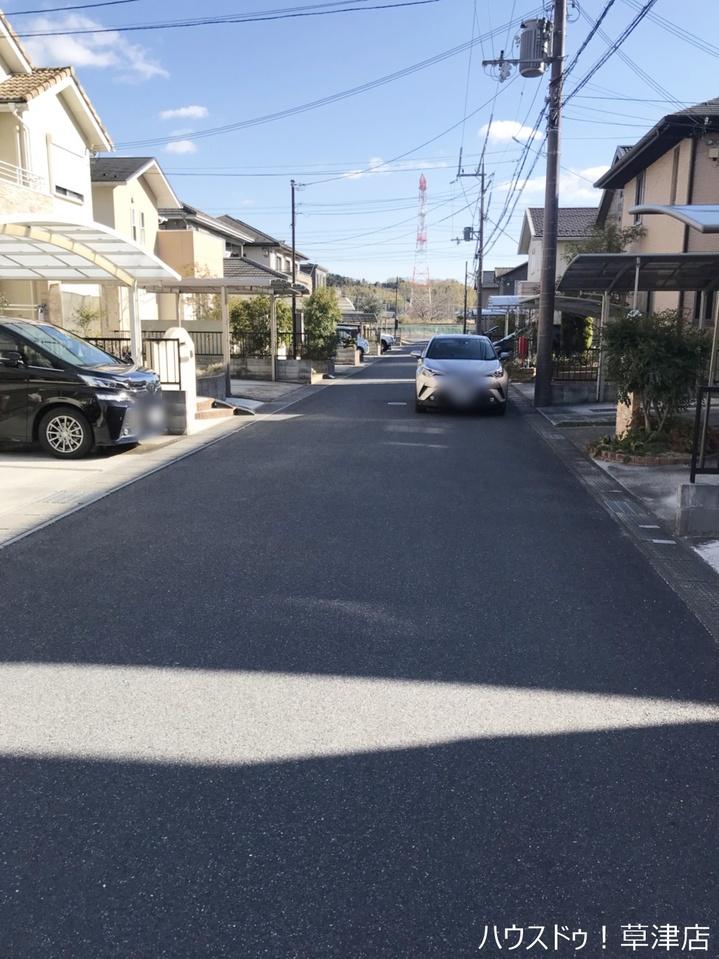 JR草津線「貴生川駅」まで徒歩7分・南西側の立地です。