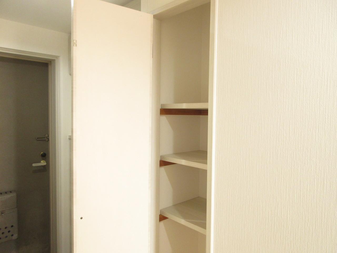 廊下にも収納スペース◎仕切りもありますのでとっても便利です!