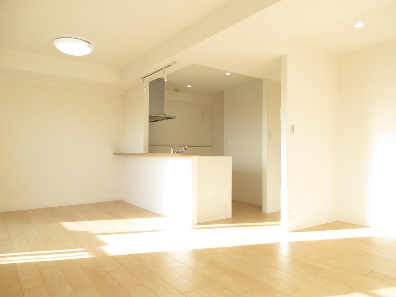お洒落なLDKは対面式キッチンで開放的な空間に♪お料理の際もご家族との時間を大切にできます◎