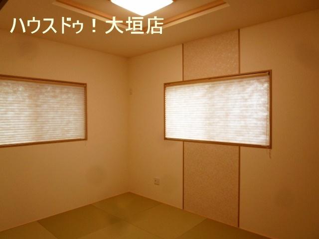 リビング横に和室があり、スペースを広く使えるので子育て中のお母さんに人気があります。
