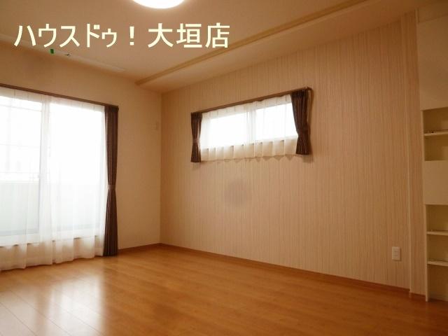 約10帖の主寝室。ウォークインクローゼットでいつでもスッキリした室内です。