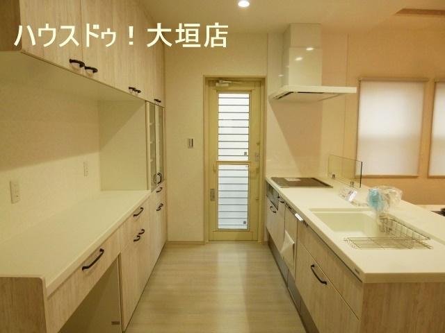 ゴミ箱を設置するスペースもあり、適材適所の収納が可能です。
