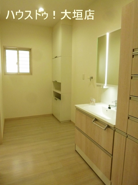 洗面脱衣室と一部屋にすることで、空間を広くお使いいただけます。