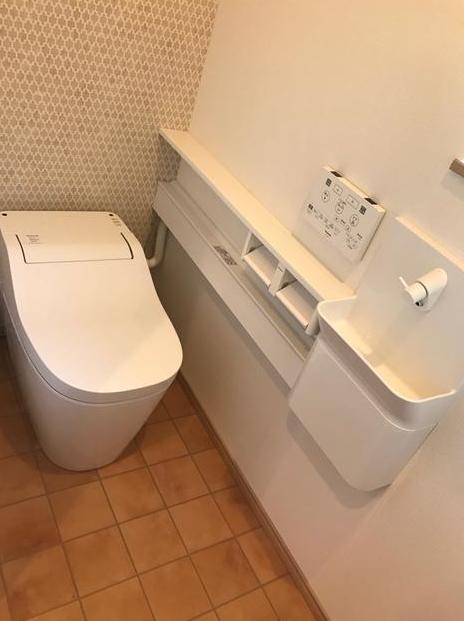トイレが自分でお掃除♪流すだけで便器がキレイに。少ない水量でしっかり流れます♪