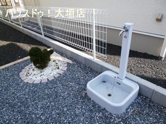 お庭にも洗い場があり、便利です。