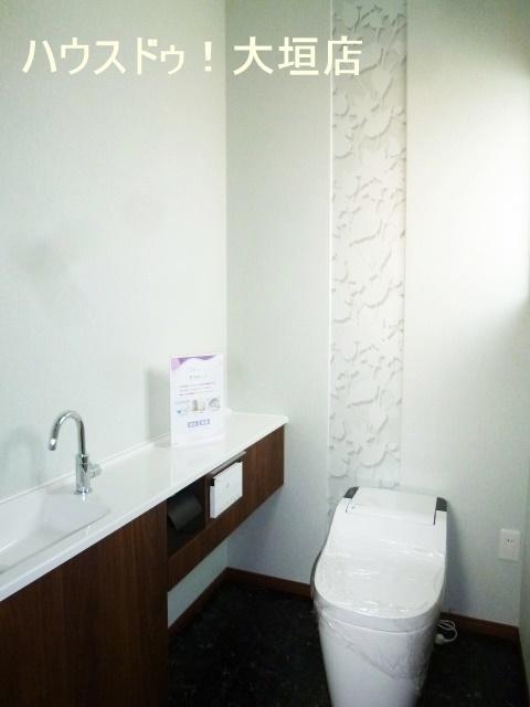 便利な手洗い場付きトイレ。