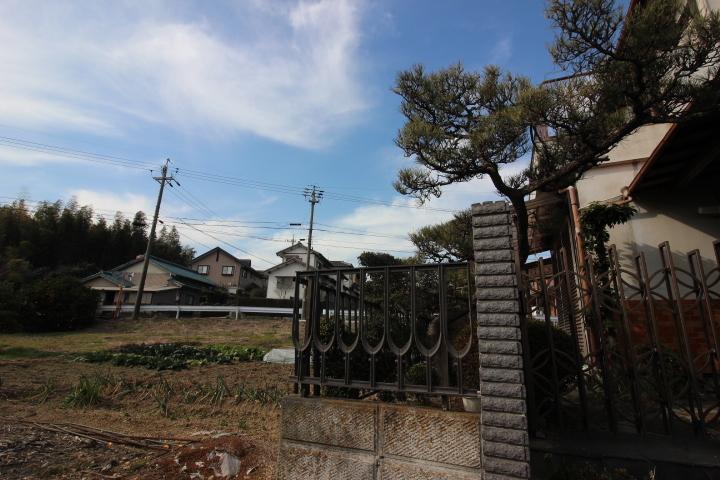 新田小学校が徒歩5分の立地です。6年間通う小学校が近いのは安心ですね。