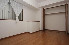 広いクローゼット付の洋室です♪ お部屋がスッキリ片付きます。