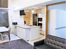 ■■■   内覧予約受付中   ■■■ 【キッチン】ドイツメーカーの2.6mワイドキッチンは天板が人造大理石製。食洗器用の栓も備えています。