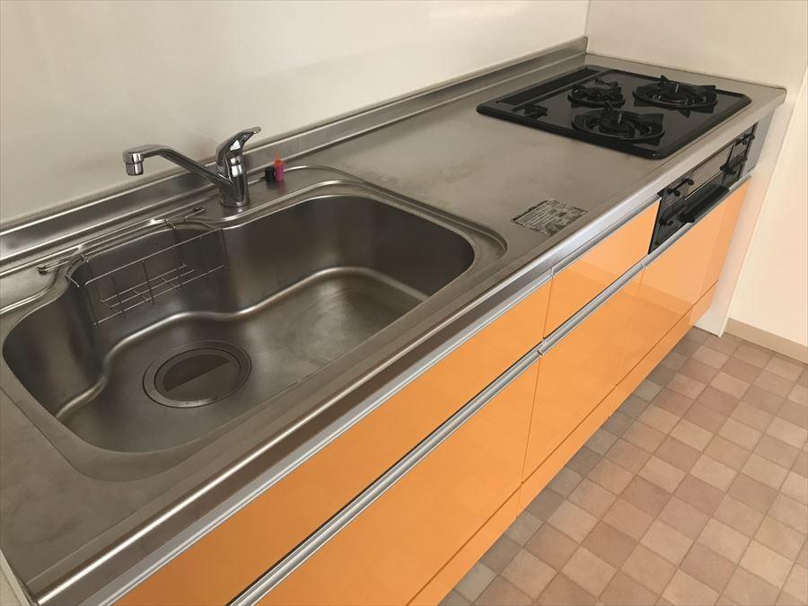 使いやすいシステムキッチンは3口コンロ♪煮る・焼く・茹でるが一度に!効率も上がりますね。
